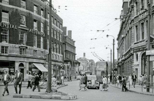 Brook Green Road (now Shepherds Bush Road) at Hammersmith Broadway, 1959