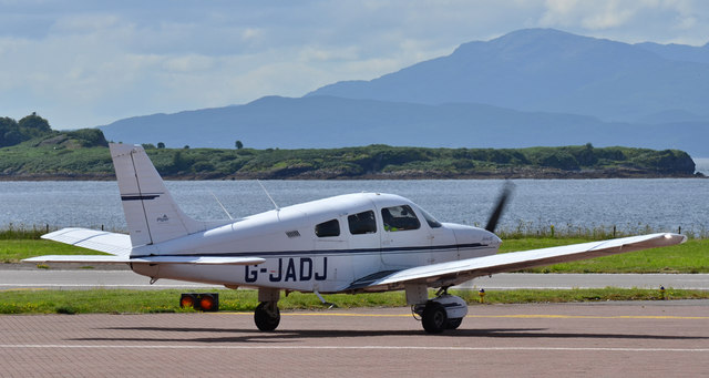 Piper departing Oban Airport