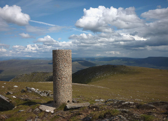 Looking east from the trig pillar on Geal Charn (Mullach Coire an Iubhair, 1049m)