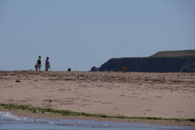 Walking on the southern part of Lunan Bay beach