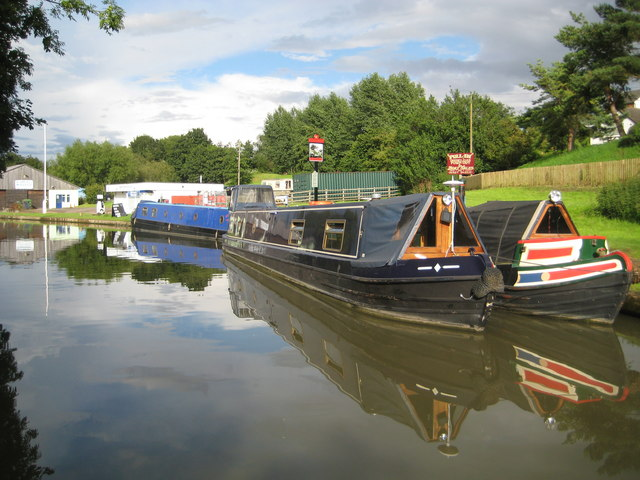 Grand Union Canal: Stowehill Wharf