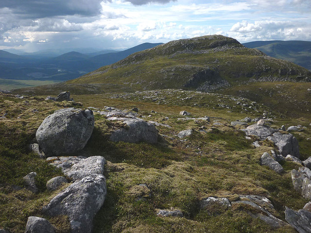 Boulders and outcrops, west side of Geal Charn