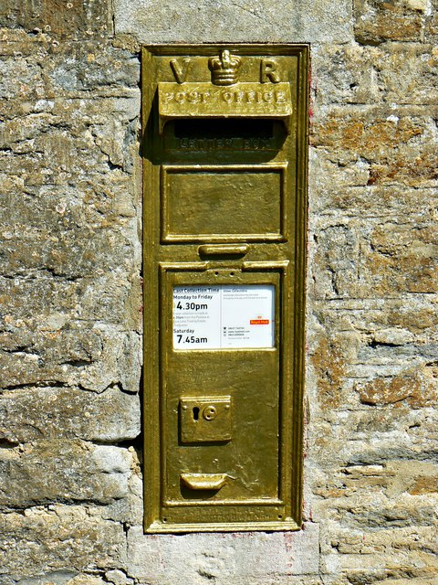 Post box GL7 16 Ampney St Peter, Gloucestershire