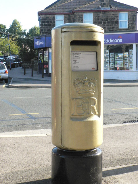 Gold Post Box, New Road Side (4)