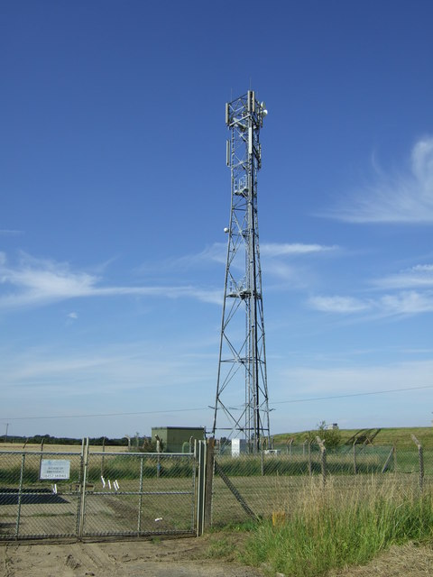 Communications mast off Heath Lane