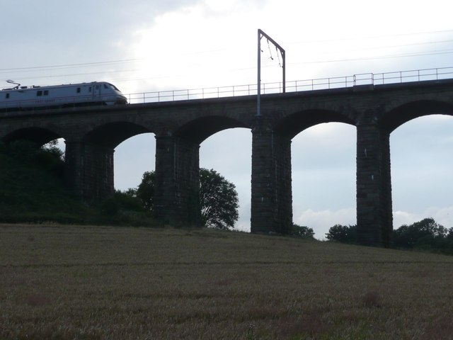 East Coast train on viaduct over River Aln