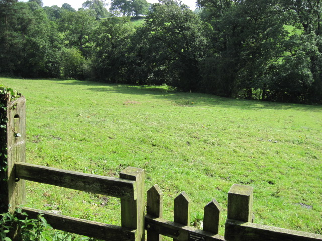 Access to footpath to Tissington from the Tissington Trail