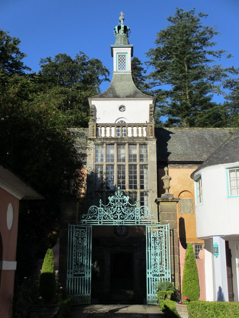 Iron gates and the Town Hall