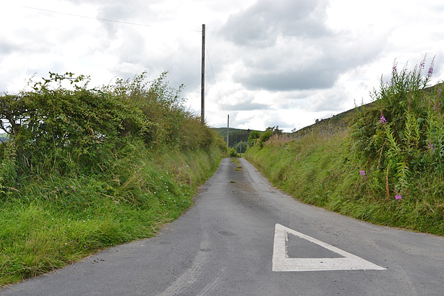 Minor road heading for Alltlwyd farm