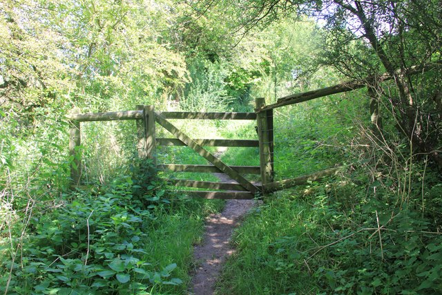 Gate across path near Chedworth