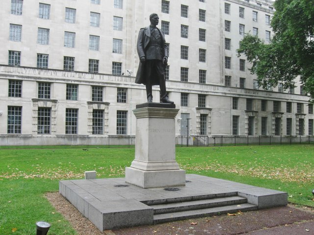 Memorial statue to The 1st Viscount Trenchard