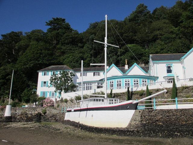 'Amis Reunis' in front of the Portmeirion Hotel