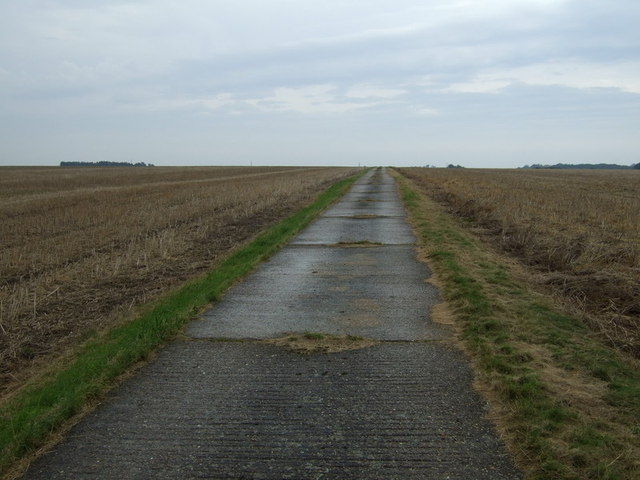 Concrete farm track off Rogues Lane