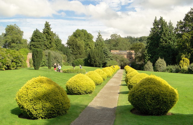 Formal entrance path, Berrington Hall