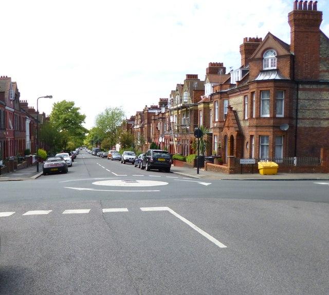 Streatham Hill, mini-roundabout