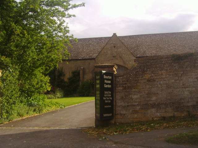 The entrance to Bourton House Garden
