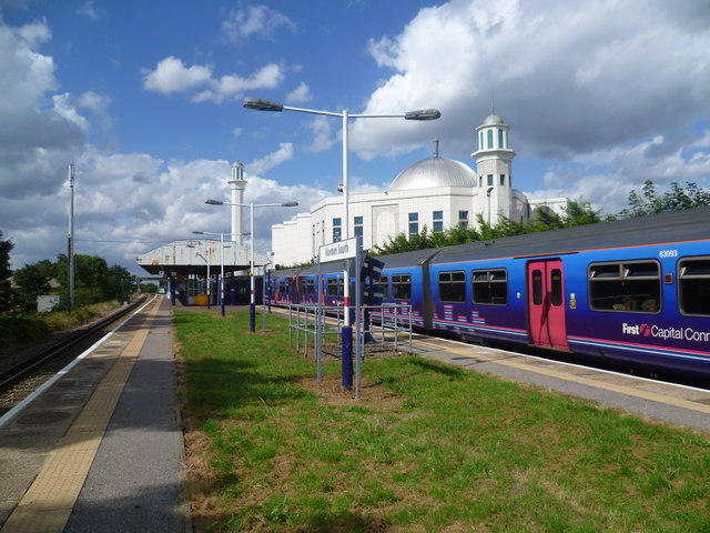 Morden South station and the Ahmadiyya Mosque