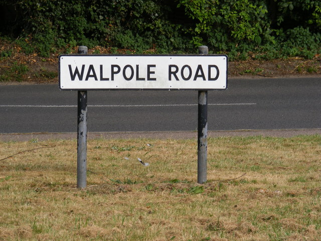 Walpole Road sign