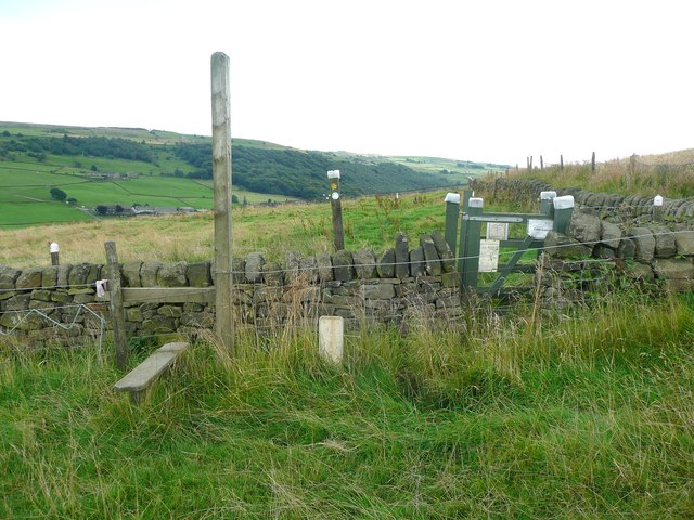 Stile and gate on Hebden Royd FP 50 (eastern branch)