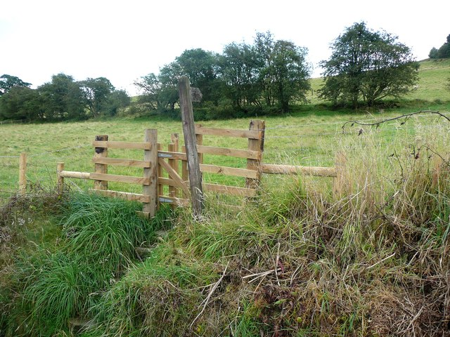 New gate at northern end of Hebden Royd FP 50 (eastern branch)