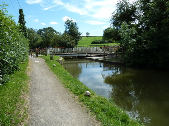 Bridge 4, Grand Junction Canal (LNUC) - Market Harborough Arm - Foxton Swing Bridge