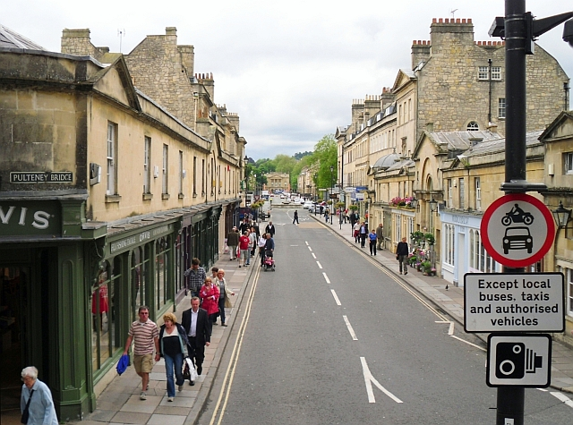 The road across Pulteney Bridge
