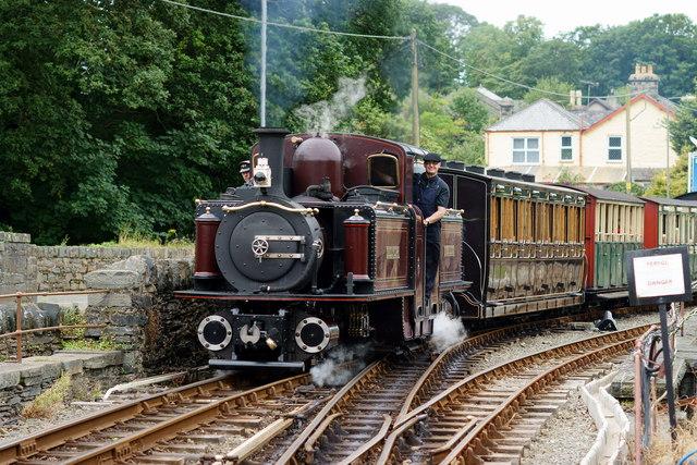 'Merddin Emrys' Arrives at Minffordd Station