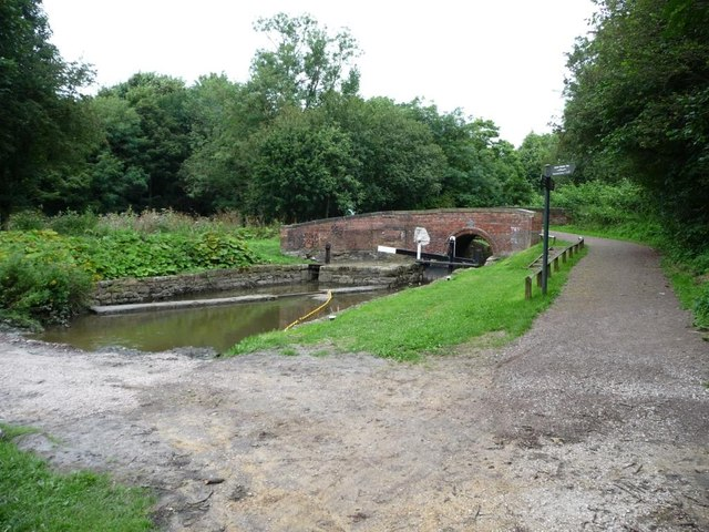 Temporary roadway across the Chesterfield Canal