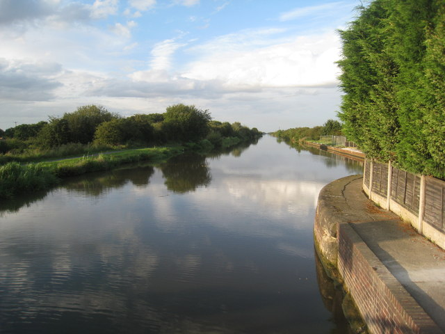 New Junction Canal at Kirkhouse Green Bridge