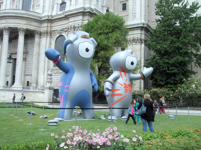 Wenlock & Mandeville outside St Paul's