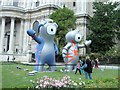 TQ3281 : Wenlock & Mandeville outside St Paul's by Paul Gillett