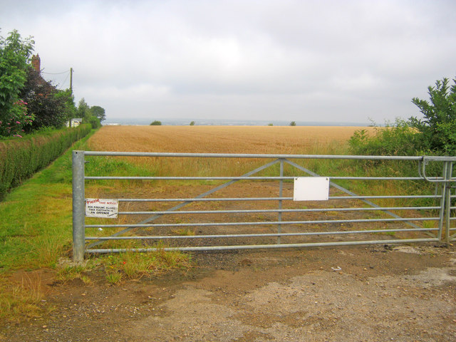 Field gateway off the Grantham Road