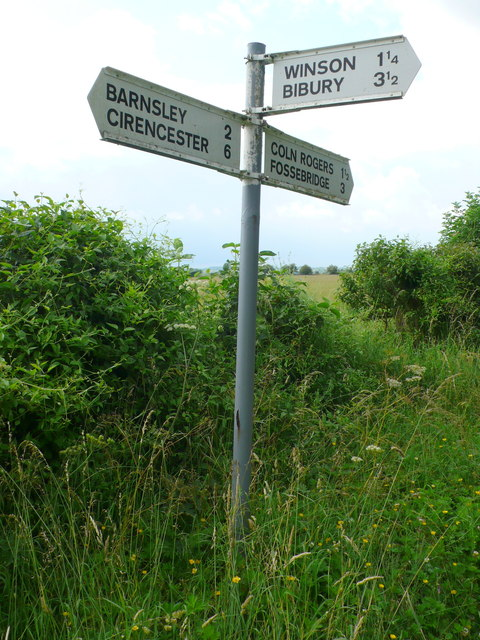 Signpost near Barnsley Wold