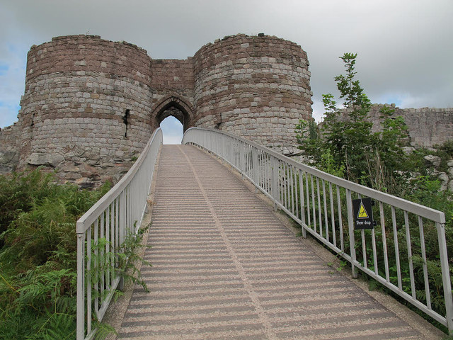 Beeston castle:entrance ramp