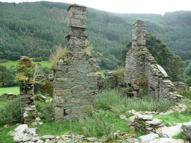 Farmhouse chimney ruins in Cwm Llech