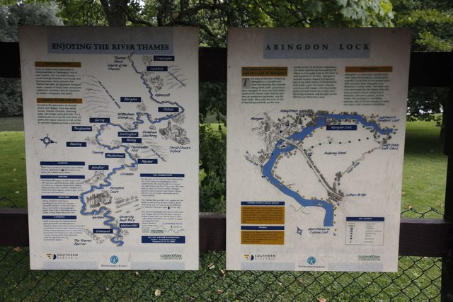Information boards by the lock