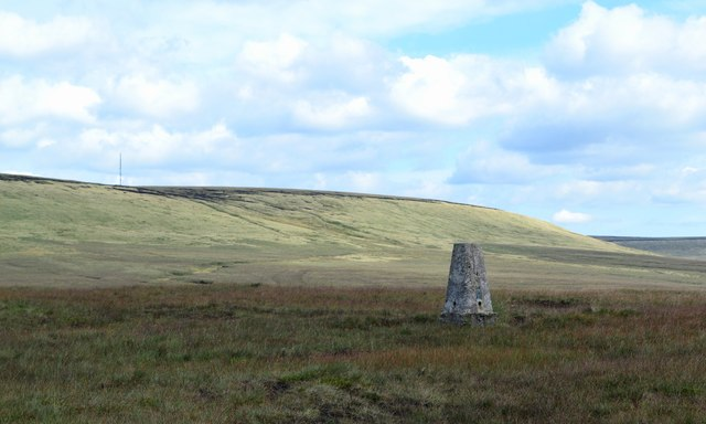 Triangulation pillar on Hey Edge