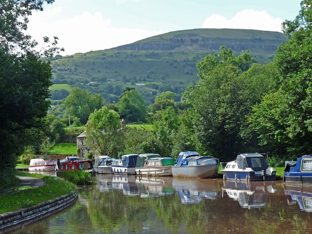 Boats moored on the canal at Llangattock