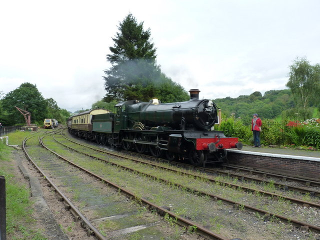 'Erlestoke Manor' arrives in Highley Station