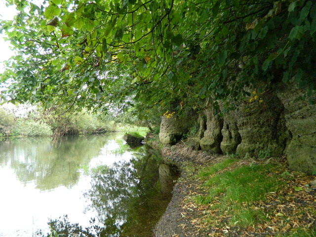 Path besides the River Trent near Anchor Church