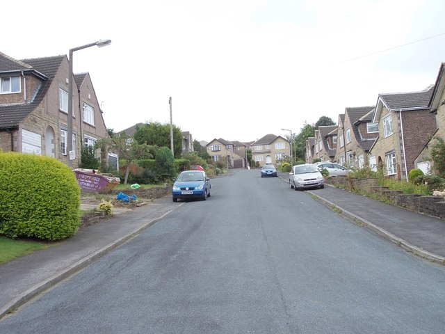 Deanwood Avenue - Deanwood Crescent