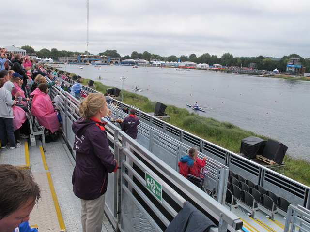 Paralympic rowing, spectators on a rainy morning