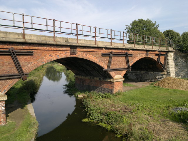 Manton Railway viaduct over Chesterfield Canal