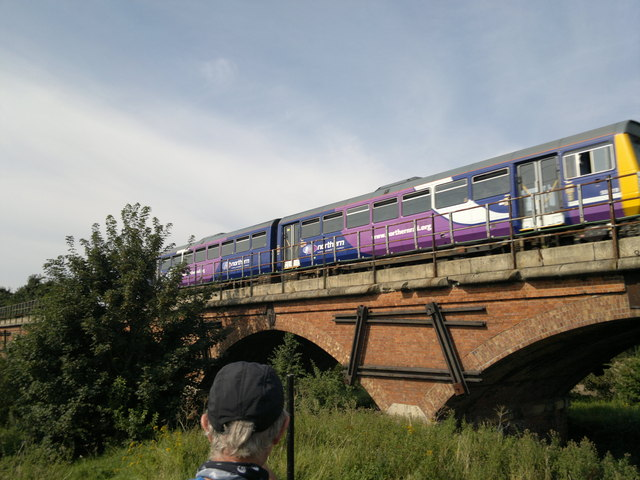 Lincoln - Sheffield train crosses Manton Viaduct over Chesterfield Canal