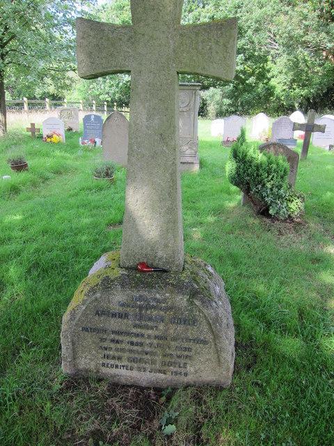 Sir Arthur Conan Doyle's grave, Minstead