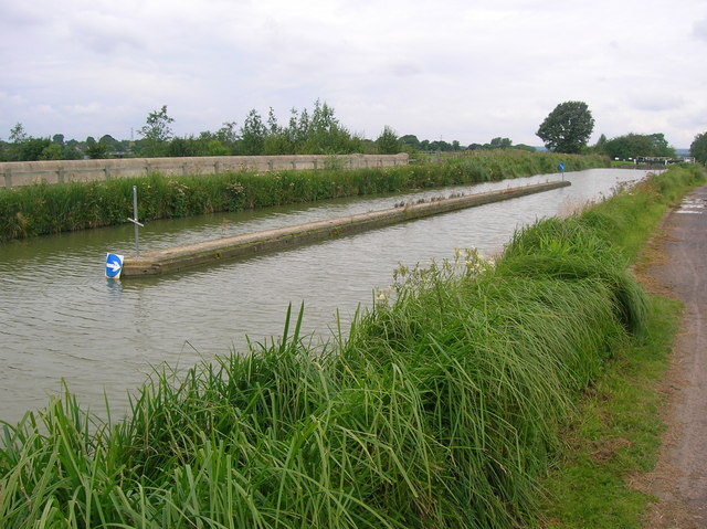 Dual carriageway canal, Semington Aqueduct