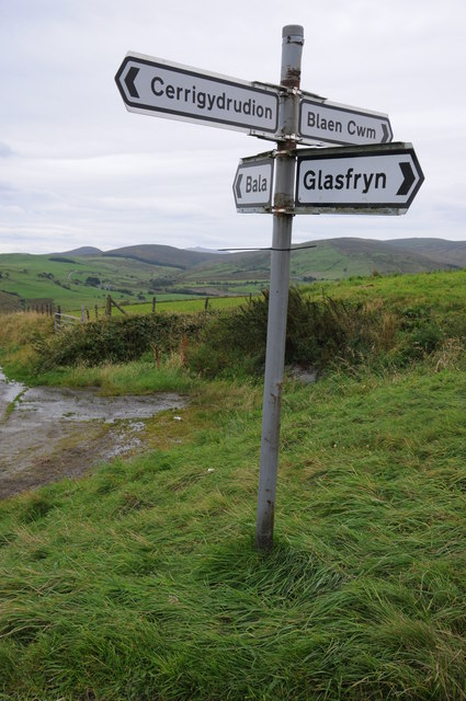 Signpost on crossroads, Cwm Penanner