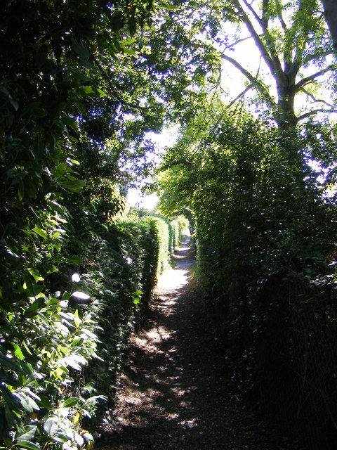 Footpath to the B1121 South Entrance