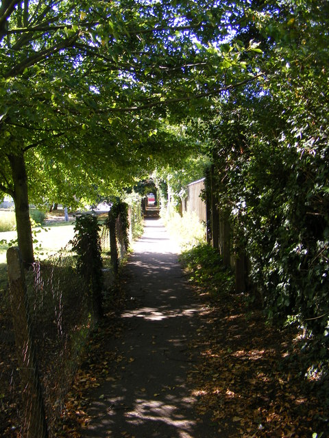 Footpath to Seaview Avenue