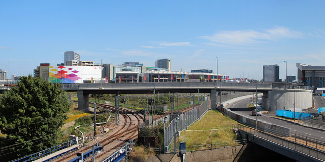 Loop Road and Overground Railway